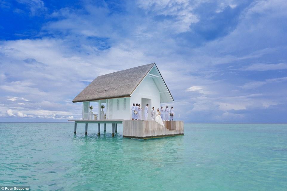 Four Seasons Landaa Maldives